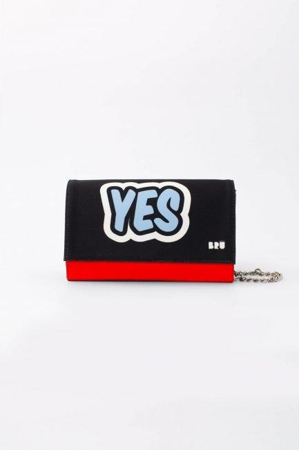 borsetta rossa con tracolla